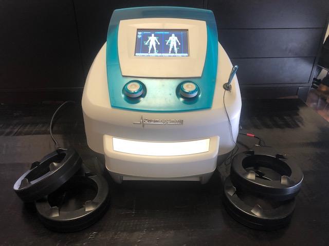 מכשיר עם כוהלים לטיפול בכאב כרוני