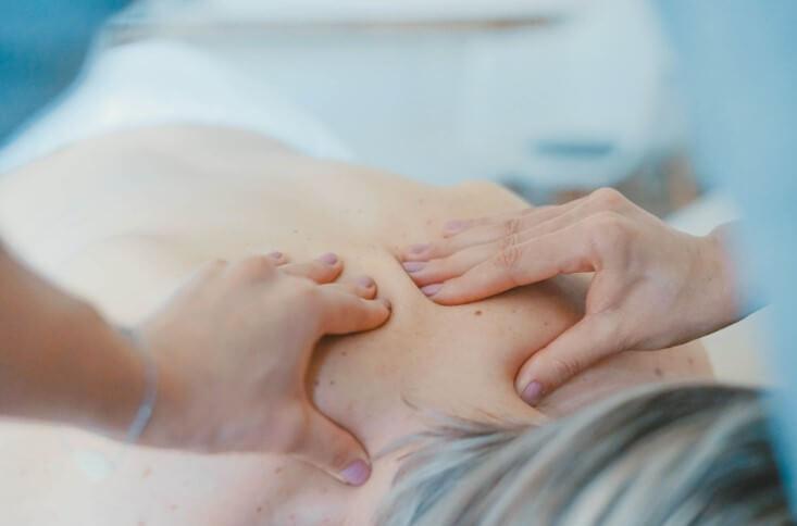 בפולסים חשמליים עוזר להפחית כאבי גב